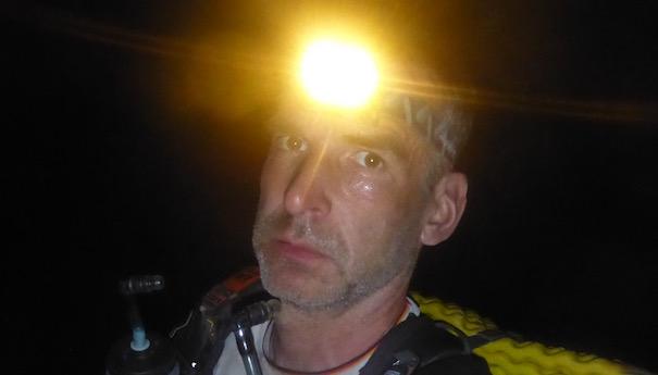 Nachtportrait Pedestrian - Die lange Etappe beim Marathon des Sables