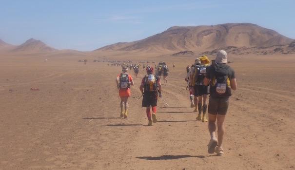 Die Marathonetappe beim Marathon des Sables - unterwegs