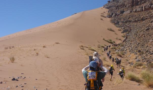 30% Steigung an einem sandigen Berganstieg - Die lange Etappe beim Marathon des Sables